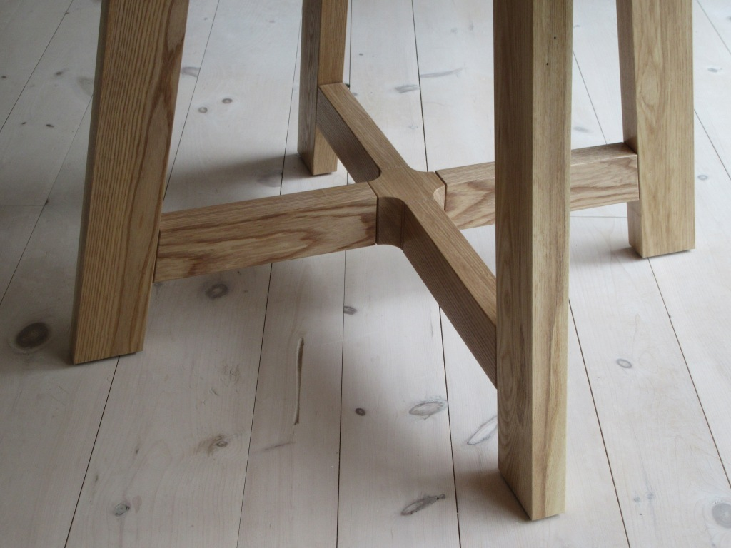 Simple leg styling on round kitchen table