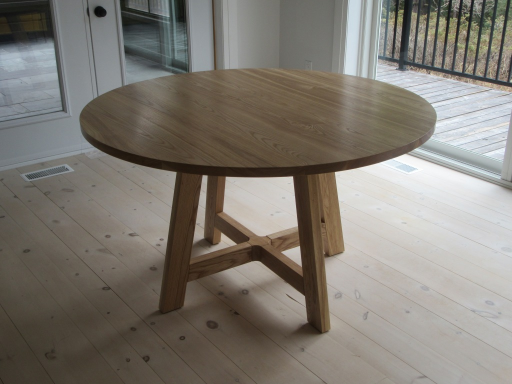 Round kitchen table of solid ash